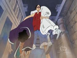 Luffy sacando de la tumba en ruinas a cobra y a nico robin