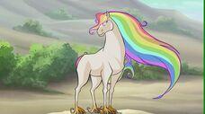 Creatura dal manto arcobaleno in 719