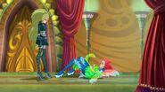 Selina atacando a Bloom