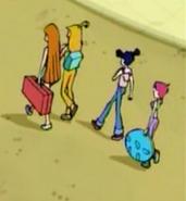 Муза и Текна с сумкой