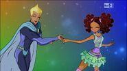 Лейла и Рой танцуют