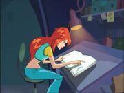 Блум читает