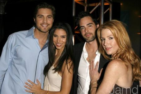 File:Adam Kaufman, Poppy Montgomery, Roselyn Sanchez & Eric Winter 1.jpg