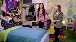 Emma talking to Hex 114