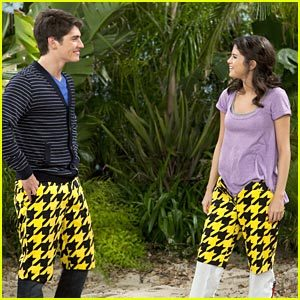 Wizards-of-waverly-place 129145 top