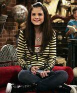 Selena in 1x01
