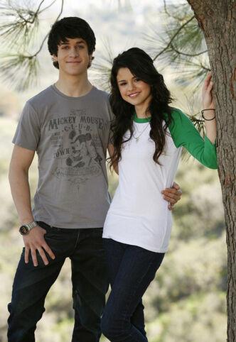 David Henrie Selena Gom 4909d2ba4ccc2-1-