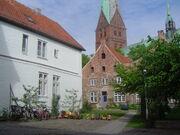 Aegidenhof Luebeck mit Kirche