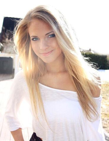 Tumblr girls blonde hair