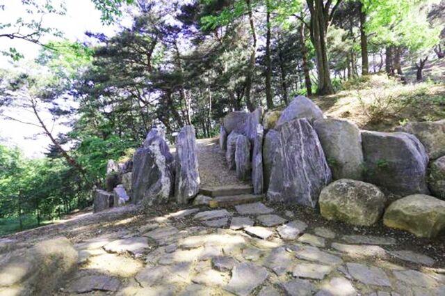 File:Wolmyeongdong-hiking-trail-2.jpg