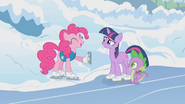 Pinkie Pie suggests another activity S1E11