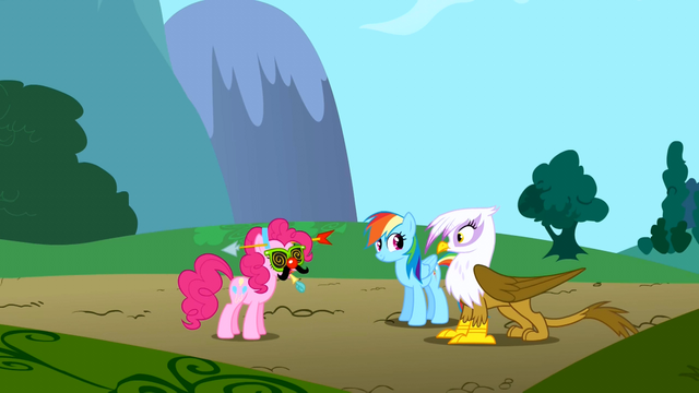 File:Gilda sees Pinkie Pie wearing strange headgear S1E05.png
