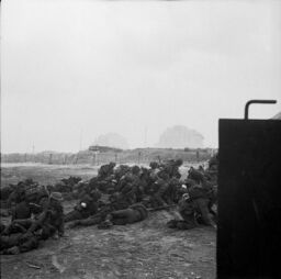 605px-Infantry waiting to move off 'Queen White' Beach
