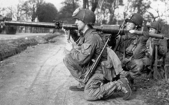 File:Airborne M18 Recoilless Rifle team, Operation Varsity 1945.jpg