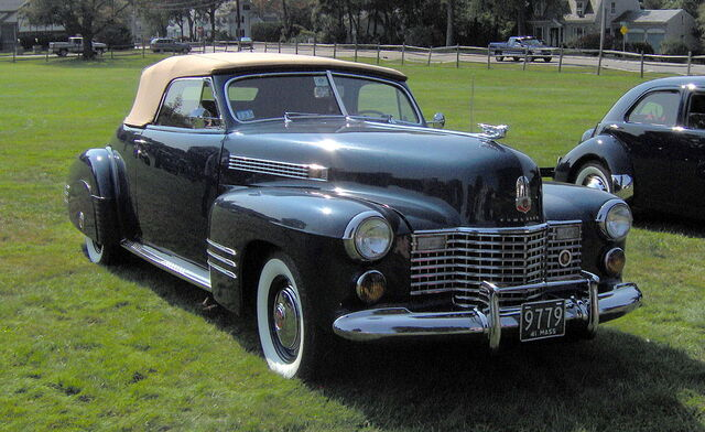 File:1941 Cadillac Series 62 convertible coupe.JPG