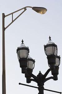 300px-Newandoldstreetlights