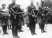 640px-Foch funérailles bâtons de maréchal