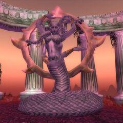 Статуя Королеве Азшаре на Островах Кровавой Дымки.