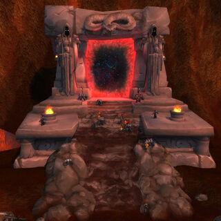 Mroczny Portal w dodatku Warlords of Draenor. Różni się czerwoną obwódką, prowadzi do alternatywnego Draenoru, zamiast do Zaświatu.