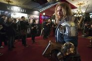 Warcraft movie premiere-France-paladin in lobby