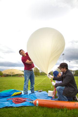 File:Weather Balloon-48.jpg