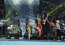 800px-Kid Rock and the WWE Divas