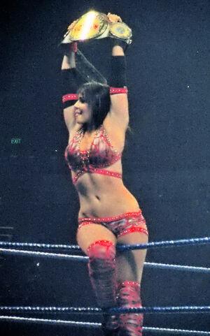 Layla Women's Champion