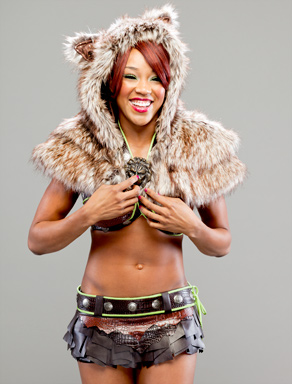 Alicia-Fox-wwe-divas-27828262-292-384