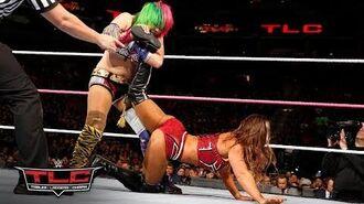 Asuka makes her explosive WWE debut against Emma- WWE TLC 2017
