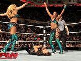 November 25, 2013 Monday Night RAW