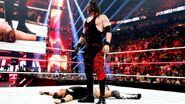 Kane chokeslam Miz