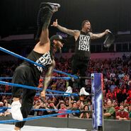 The-Usos showin off
