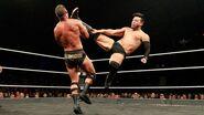 Itami kick Roode