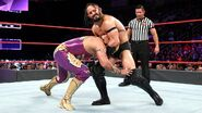 Neville grabbing on Gran-Metalik
