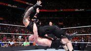 Lesnar suplexe Reigns