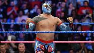 Sin-Cara wins by countout