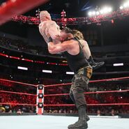 Strowman chokeslam Lesnar