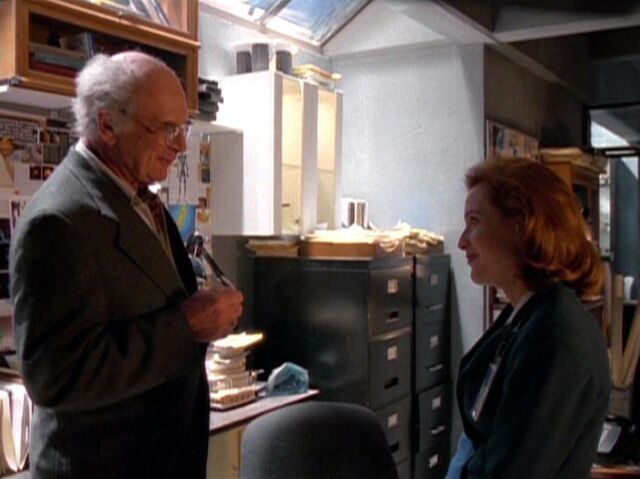 File:José Chung and Dana Scully.jpg