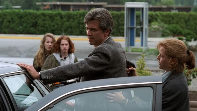 File:Emil, Zoe, Paul Mossinger and Dana Scully.jpg