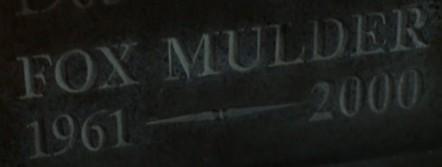 File:GravestoneWithFoxMulder.jpg