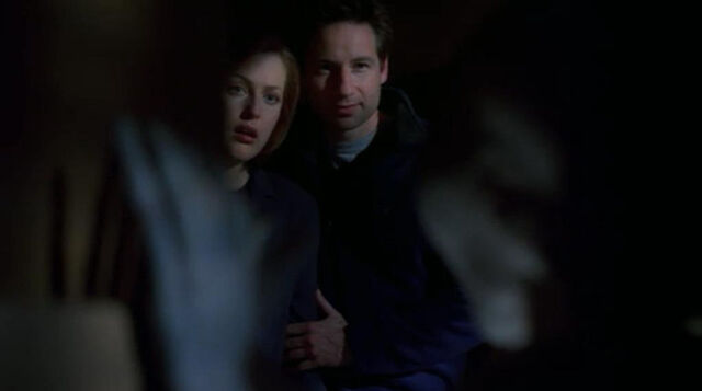 File:Scully Mulder Grey Alien Field Trip Hallucination.jpg