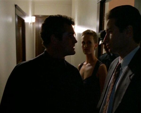 File:Yappi talks to Mulder.jpg