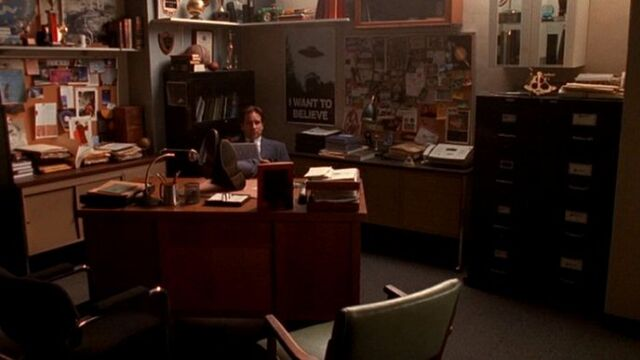 File:Fox Mulder's return to the X-Files office in 2001.jpg