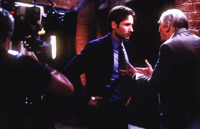 File:Alvin Kurtzweil and Fox Mulder filming.jpg