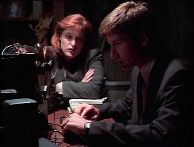 File:Scully Mulder Blank Tape Little Green Men.jpg