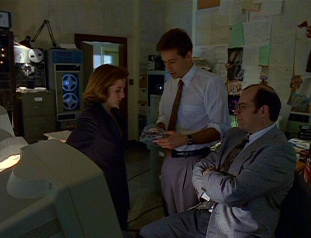 File:Charles Burks watches Fox Mulder and Dana Scully.jpg