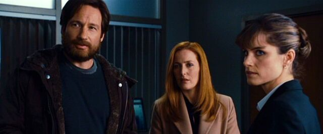File:Dakota Whitney with Fox Mulder and Dana Scully.jpg