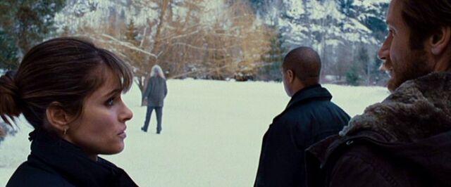 File:Dakota Whitney talks to Fox Mulder while Mosley Drummy watches Joseph Crissman.jpg