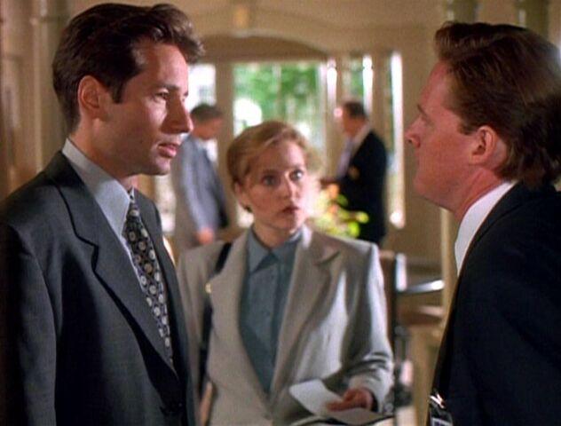 File:Tom Colton confronts Fox Mulder.jpg
