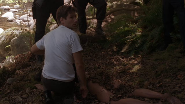 File:The Jersey Devil Mulder with dead Creature.png